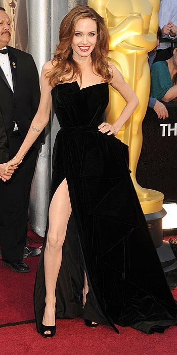 Angelina Jolie Oscars 2012 in Versace Atlelier