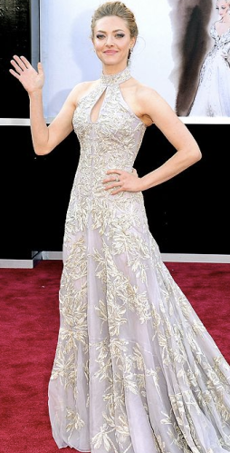 Amanda Seyfried on Oscars 2013 Red Carpet