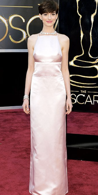 Anne Hathaway on Oscars 2013 in Prada