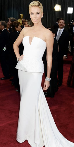 Charlize Theron on oscars 2013 red carpet in Dior Couture
