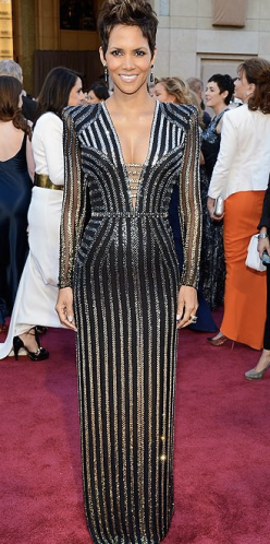 Halle Berry on Oscars 2013 Red Carpet in Versace